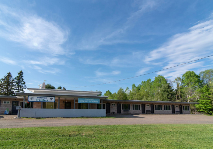 Three Lakes Motel